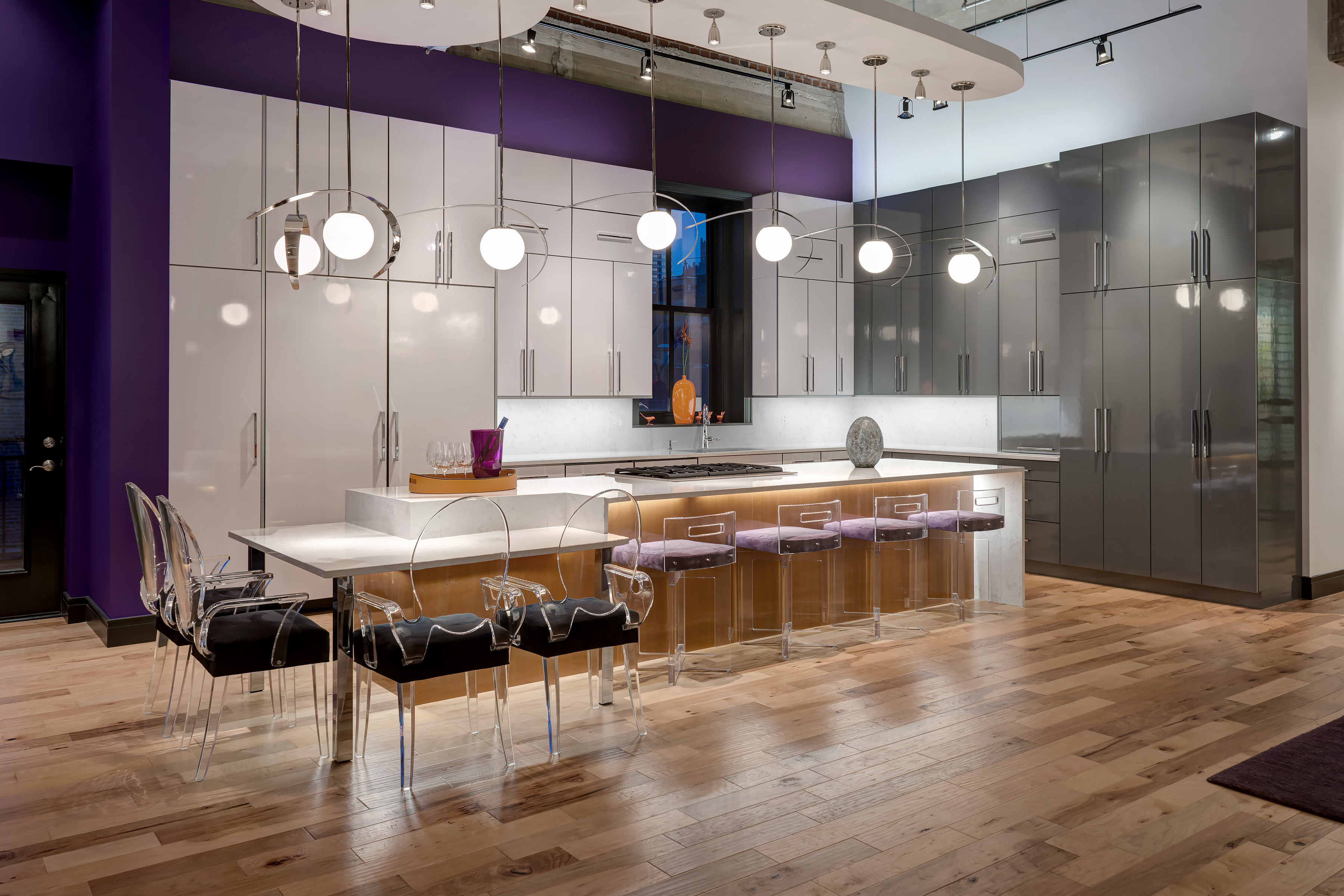 A Contemporary Kitchen Shines In High Gloss Laminate Beck Allen